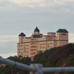 Большой отель на горизонте