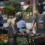 Памятник торговцу бубликами с кунжутом